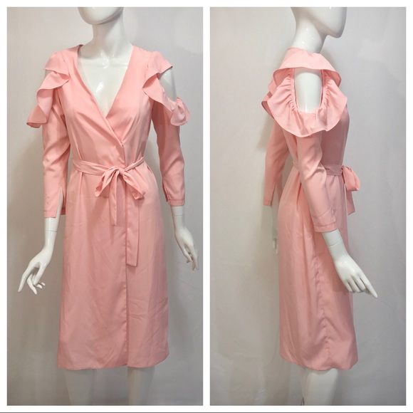 Topshop Dresses & Skirts - Topshop Shoulder Peek Pink V Neck Dress